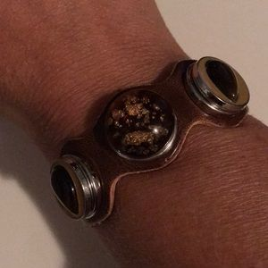 Jewelry - Brown leather wavy 3 snap bracelet- NEW!
